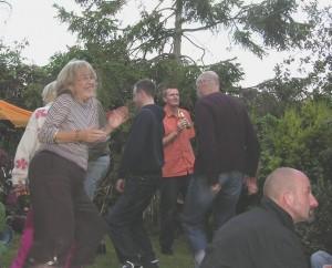 noise - garden party dancing